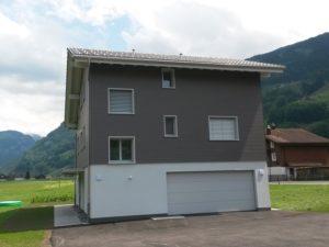 Einfamilienhaus mit Eternitfassade