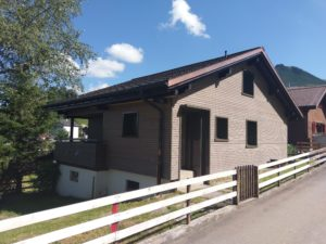 Haus mit schöner Holzfassade