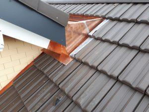 Hausdach mit Ziegel und Kupferabschluss